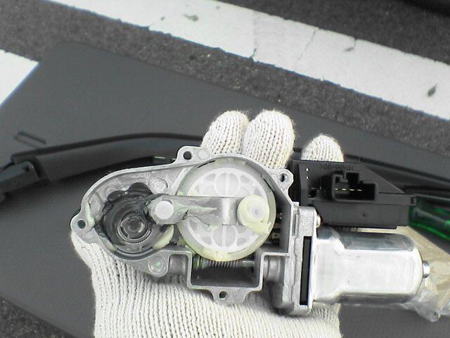 リアワイパーにたまりがちなホコリも解決。 【リアワイパー倒立化】 モーター組み替え図