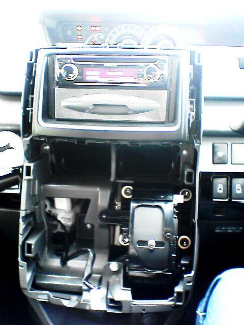 ipod収納つきカーステで音楽を。 【カーステ+加工BOX取付】 取付