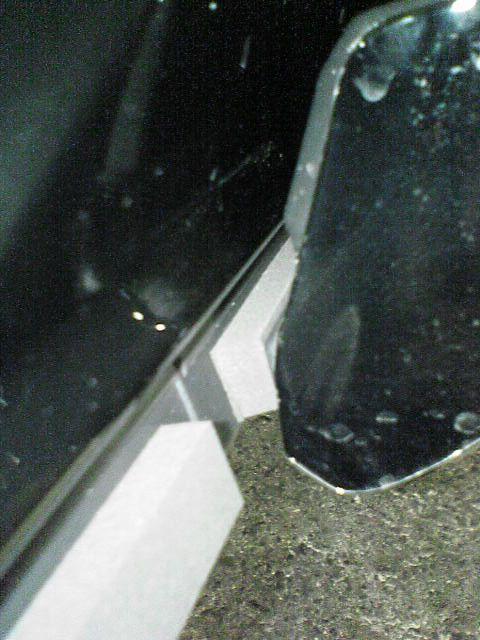 ドア下の汚れ対策 【隙間テープ版】 貼り付け4