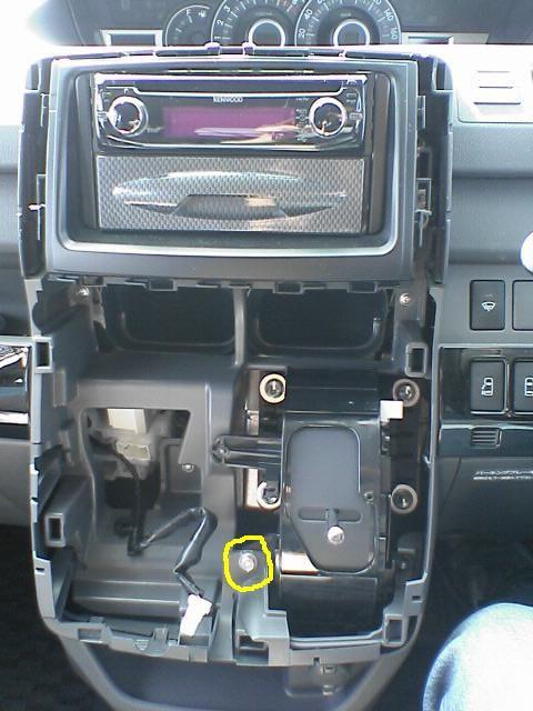車内にAC100Vコンセント設置 【ソケット取付】 ACパネル外し