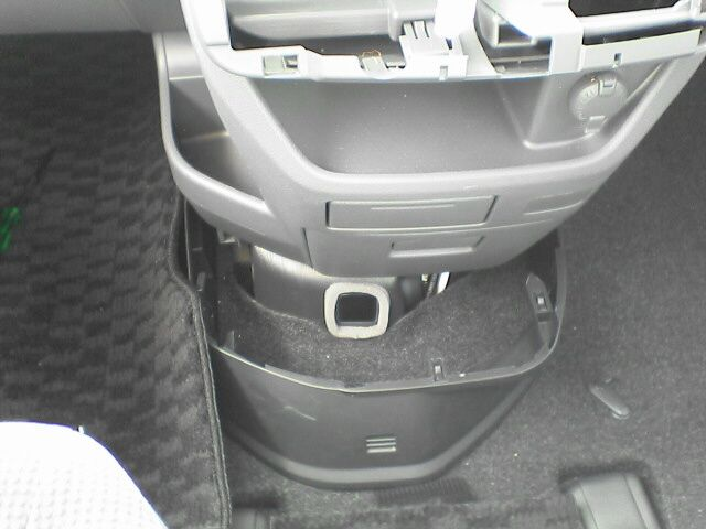 車内にAC100Vコンセント設置 【ソケット取付】 下部カバー外し
