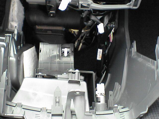車内にAC100Vコンセント設置 【ソケット取付】 センターコンソール外し