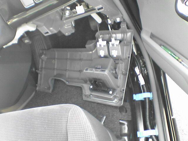 車内に100Vコンセント設置【設計とスイッチ取付】カバー外し