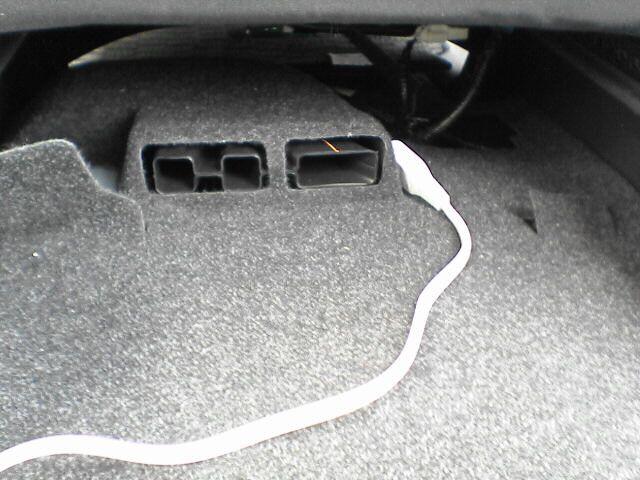 車内にAC100Vコンセント設置 【コンセント配線】 配線設置