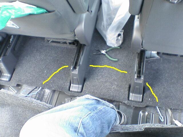 車内にAC100Vコンセント設置 【コンセント配線】 シート横断