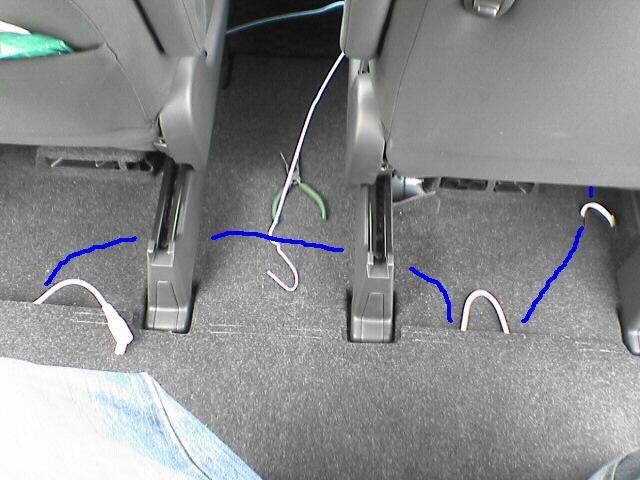 車内にAC100Vコンセント設置 【コンセント配線】 配線横断2