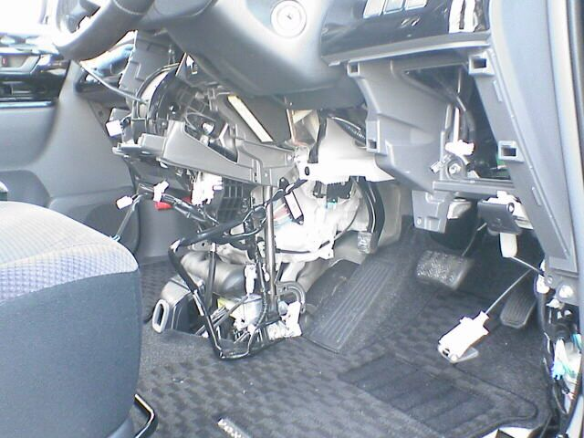 車内にAC100Vコンセント設置 【バッ直配線】 カバー取外し
