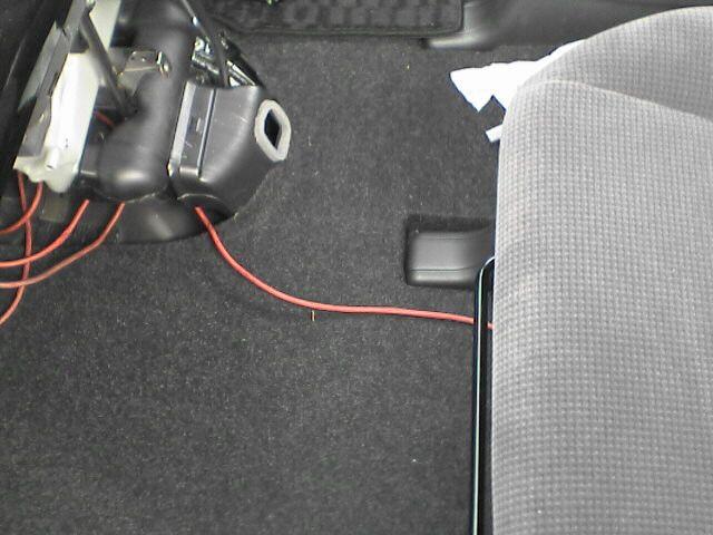 車内にAC100Vコンセント設置 【バッ直配線】 床下チェック