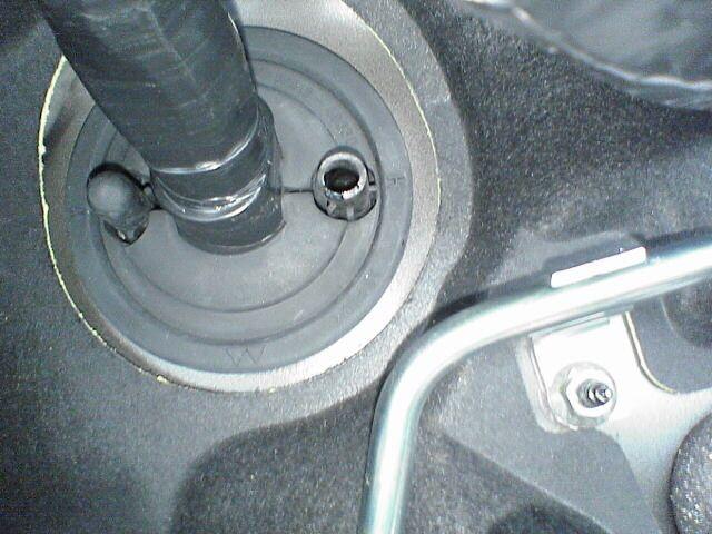 車内にAC100Vコンセント設置 【バッ直配線】 ゴム通し