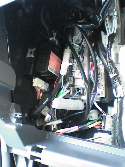 車内にAC100Vコンセント設置 【リモコン配線】 取り付け