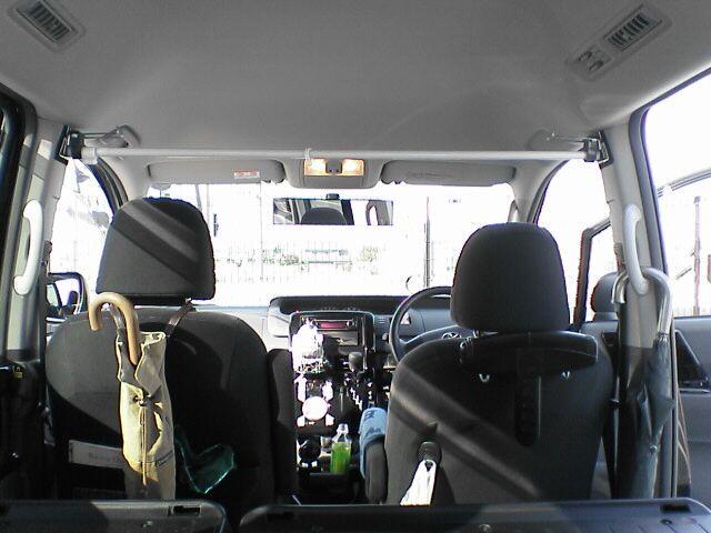 車中泊の定番、センターカーテン取付け 【カーテンレール取付その1】 完成図