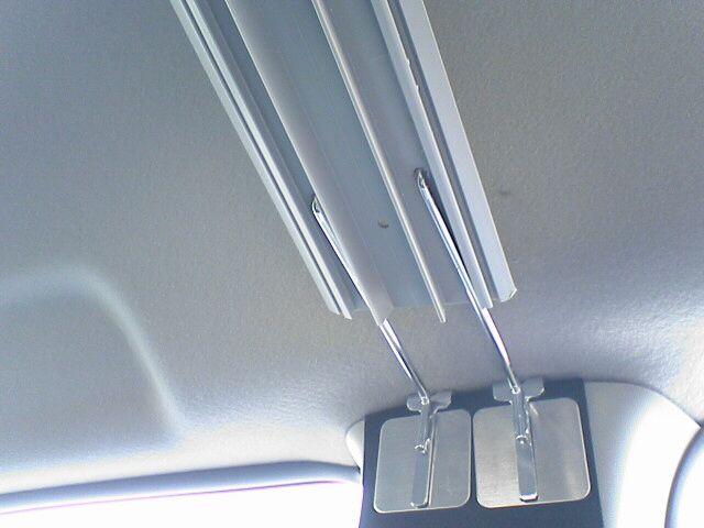 車中泊の定番、センターカーテン取付け 【カーテンレール取付その2】 金具とモール組み合わせ