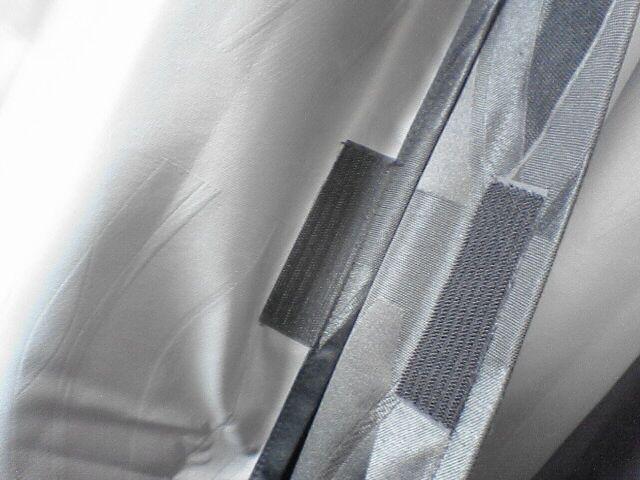 車中泊の定番、センターカーテン取付け 【仕上げ】 カーテンにマジックテープ