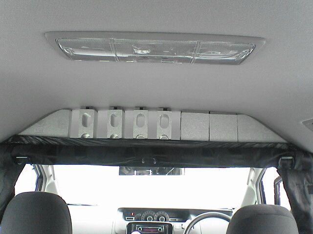 車中泊の定番、センターカーテン取付け 【仕上げ】 上部目隠しブロック