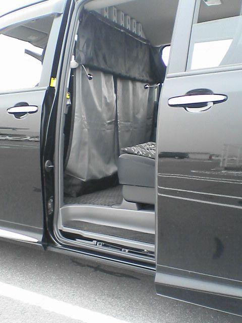 車中泊の定番、センターカーテン取付け 【仕上げ】 完成図
