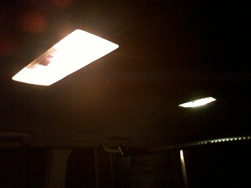 室内LED化まずは後ろから 【ルームランプLED化(ラゲッジ上)】 完成図