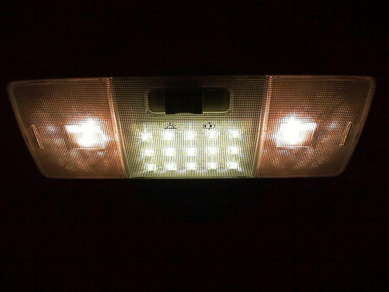 室内LED化。大型ドームランプに応用 【ルームランプLED化(ドームランプ中央)】 車体取付