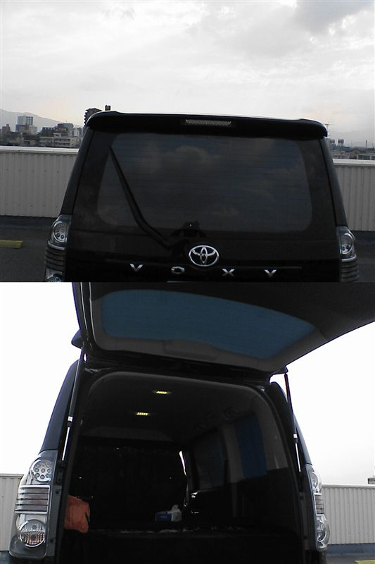 窓断熱パネルで夏の車内を快適に。 【窓断熱パネル-夏バージョン】 完成リアから