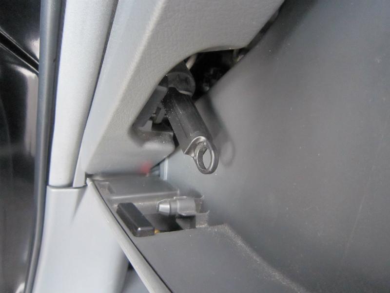 カビ臭い車内の空気を清浄化 【エアコンフィルター交換】ダンパー
