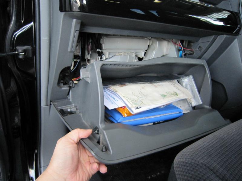 カビ臭い車内の空気を清浄化 【エアコンフィルター交換】全開