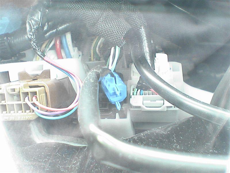 LEDをルームライト連動にしよう。 【カーテシ電源取り出し】 コネクタ