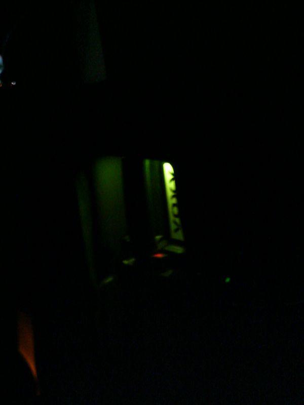 光に導かれ扉を開ける 【ドアハンドルにLED埋込み(スライド内側)】 運転席側夜間