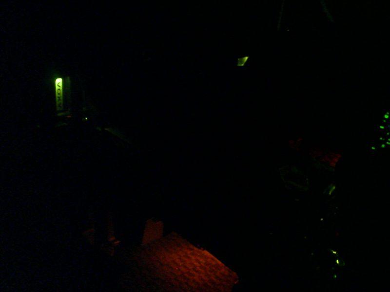 光に導かれ扉を開ける 【ドアハンドルにLED埋込み(スライド内側)】 フロントと比較