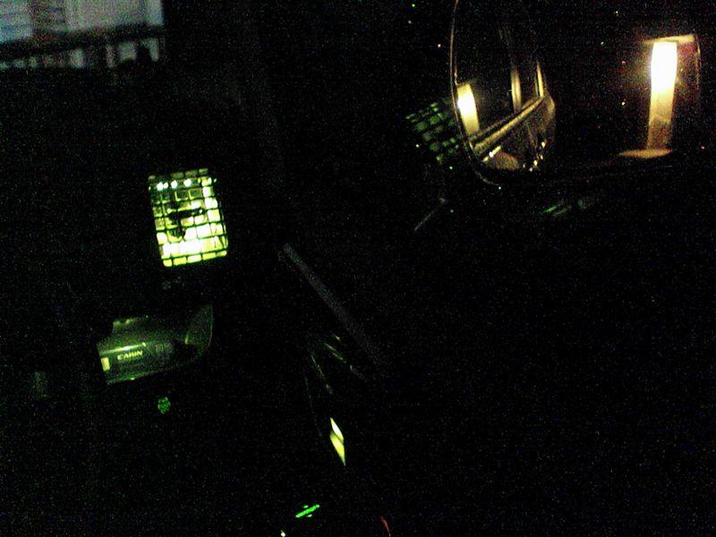室内緑化計画。 【運転席トレイに照明】 映り込み検証