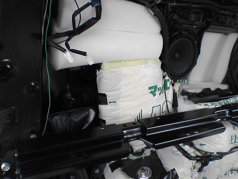 車中泊をさらにパワーアップ 【リアラゲッジ断熱+静音】 助手席 給油口周り