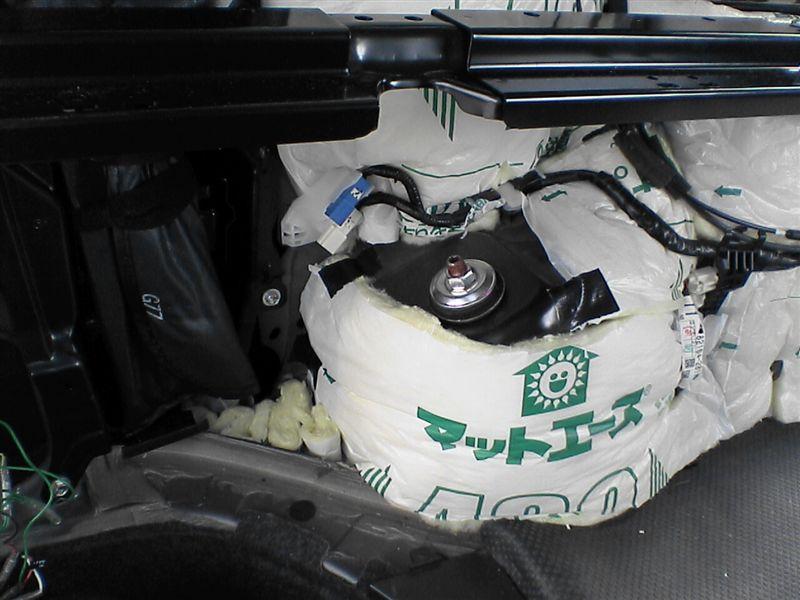 車中泊をさらにパワーアップ 【リアラゲッジ断熱+静音】 助手席タイヤハウス後ろ