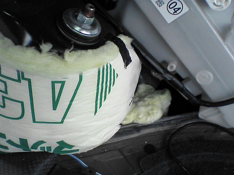 車中泊をさらにパワーアップ 【リアラゲッジ断熱+静音】 運転席側 タイヤハウス後ろ