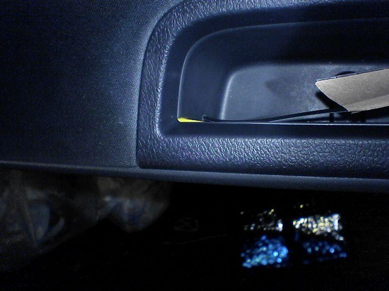 フロントドアをグレードアップ 【フロントにカーテシ連動LED(仕上げ)】 ドアノブポケット貼付け