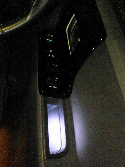 フロントドアをグレードアップ 【フロントにカーテシ連動LED(仕上げ)】 完成図