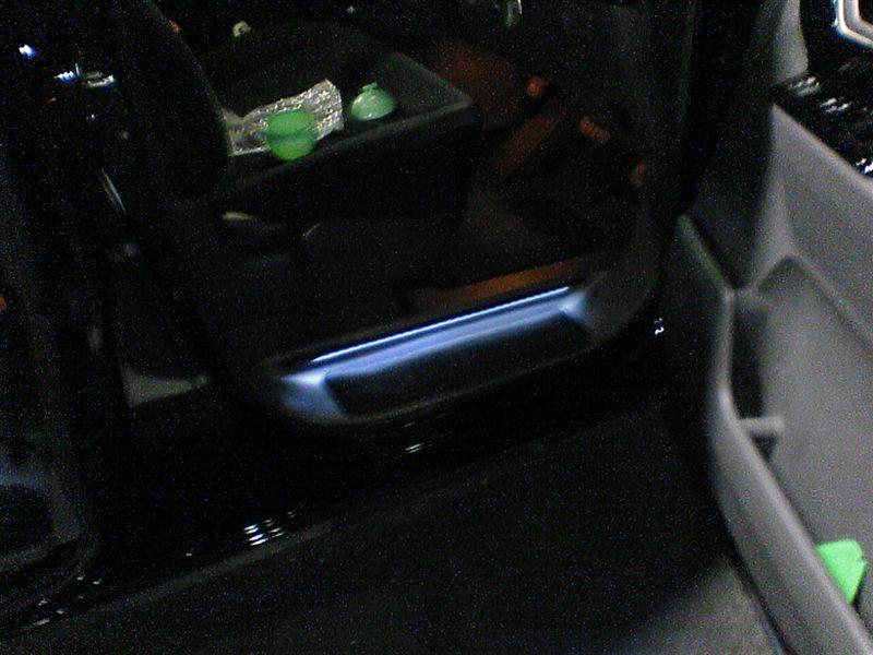 足元、ご安全に。 【ステップイルミ(取り付け)】 運転席完成図