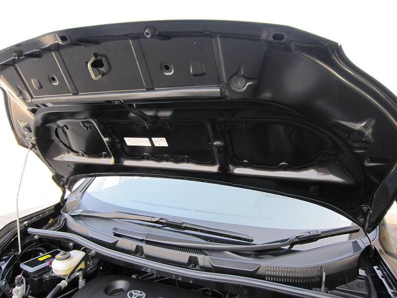 車内を静かに・・ 【エンジンルーム静音シート】 ノーマル状態